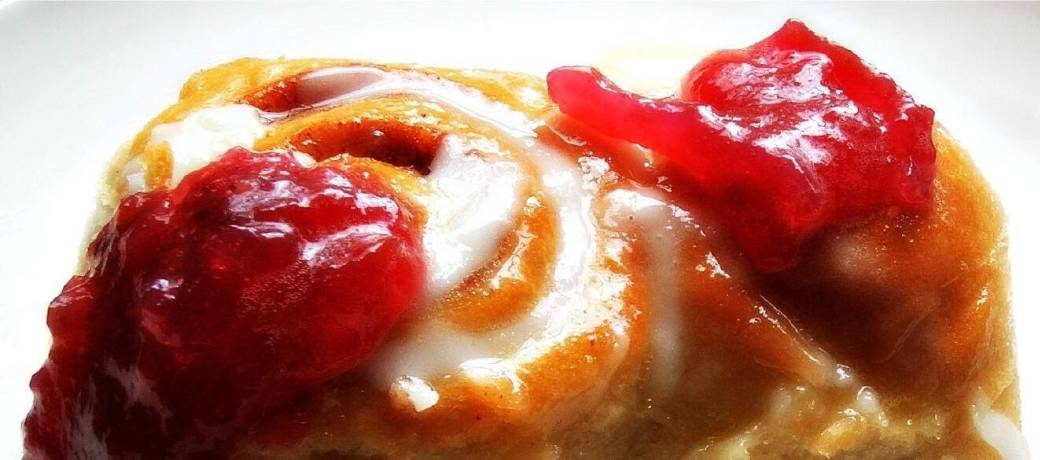 Cinnamon buns with lunagrown jam