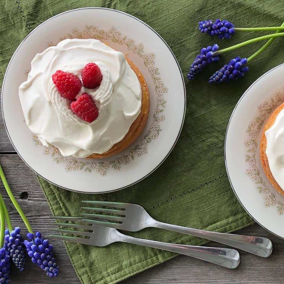 Angel food cake with raspberries and Mango Jam