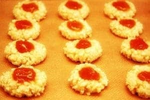 Macaroons with carrot cake jam